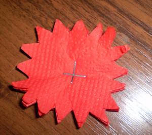 Как сделать из бумаги гвоздику из салфеток своими руками